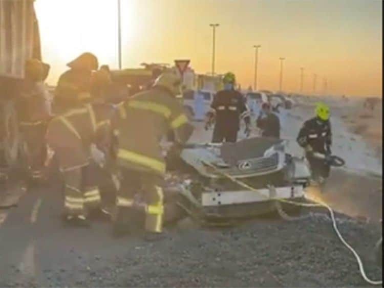 Rescue-personnel-car-accident_